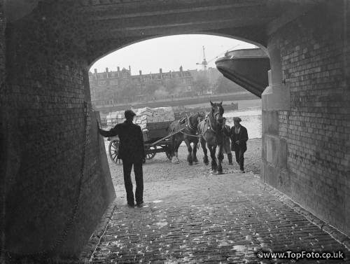 Entrance to the River Thames at Lambeth in London . 1939