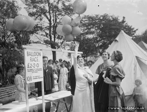 The Dartford Carnival in Kent . The start of the balloon race . 1936 .
